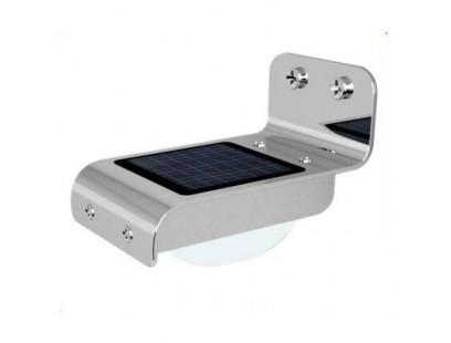 Saulės energija įkraunamas LED šviestuvas